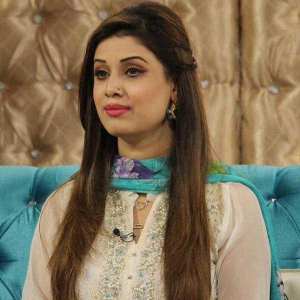 Marium-Farhan-news-anchor